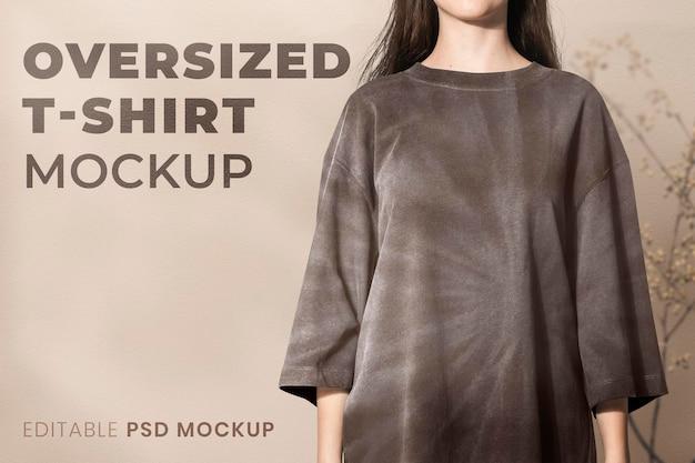 Zwart oversized t-shirt mockup psd meisjes' mode studio shoot