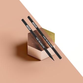 Zwarte potloden op abstracte honingraatvorm