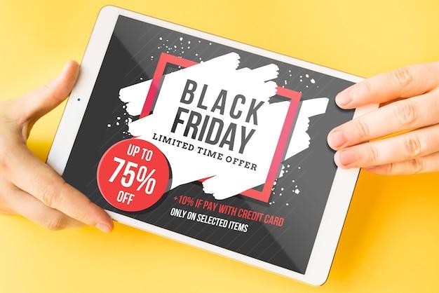 Zwarte vrijdag mockup met tablet