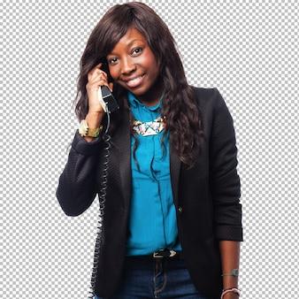 Zwarte zakenvrouw praten over de telefoon