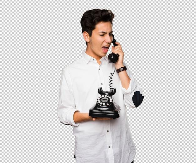 Adolescent parlant au téléphone