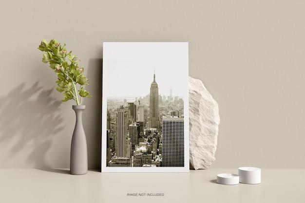Affiche de flyer minimale avec maquette de fleurs