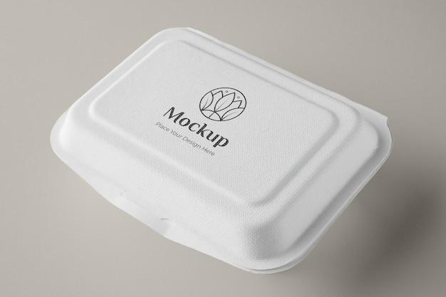 Aliments végétaliens dans un assortiment d'emballages de maquette