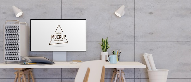 Appareil informatique avec écran de maquette sur le bureau avec ordinateur portable et décorations