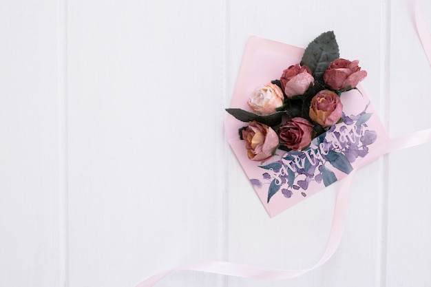 Aquarelle de maquette invitation mariage floral