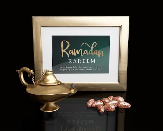 Arrangement du nouvel an islamique avec cadre, lampe et dattes séchées