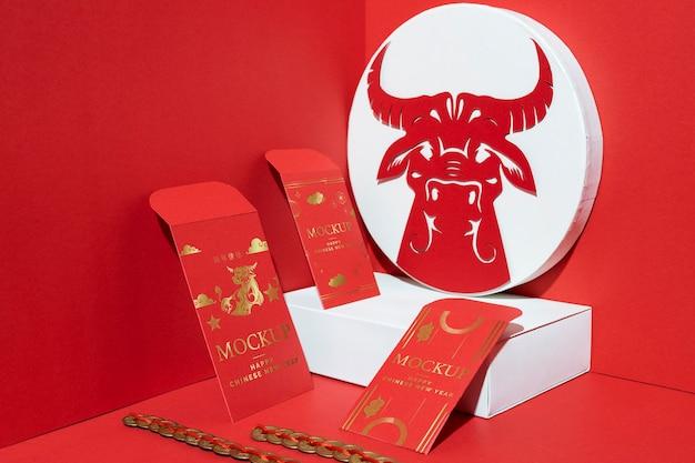 Arrangement des éléments de maquette du nouvel an chinois