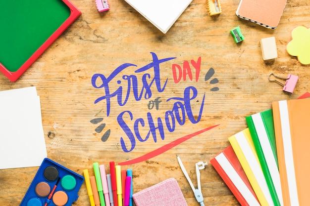Arrangement avec fournitures pour le premier jour d'école