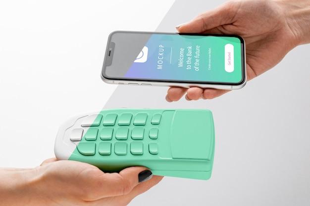 Arrangement avec maquette d'application de paiement pour smartphone
