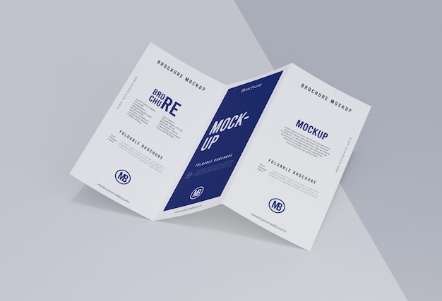 Arrangement de maquette de brochure isolé sur blanc