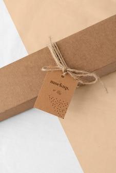 Arrangement avec maquette d'étiquette de boîte artisanale
