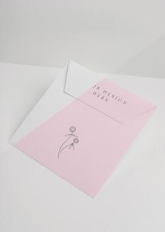 Arrangement de maquette d'invitation élégant
