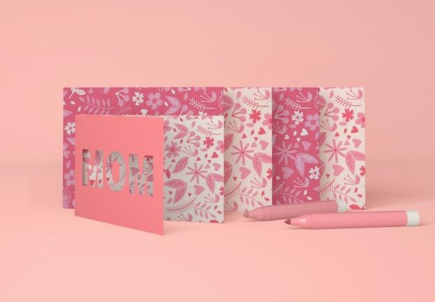 Arrangement mignon pour la fête des mères avec carte