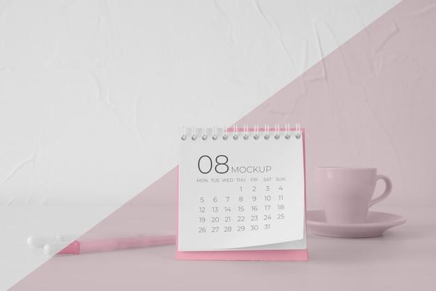 Arrangement minimal de maquette de calendrier