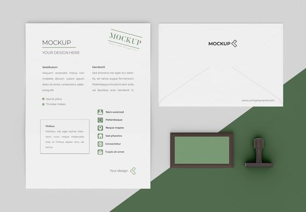 Arrangement de papeterie maquette minimaliste