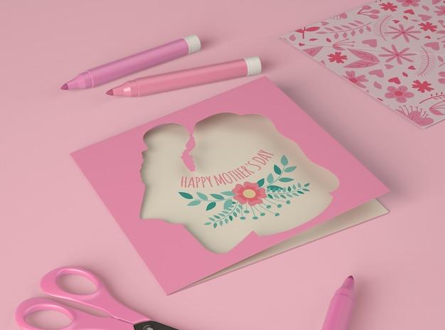Arrangement pour la fête des mères avec maquette de carte