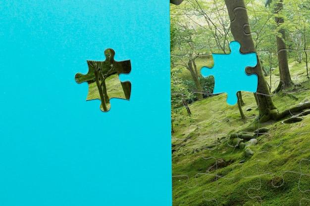 Arrangement avec puzzle forestier manquant d'une pièce