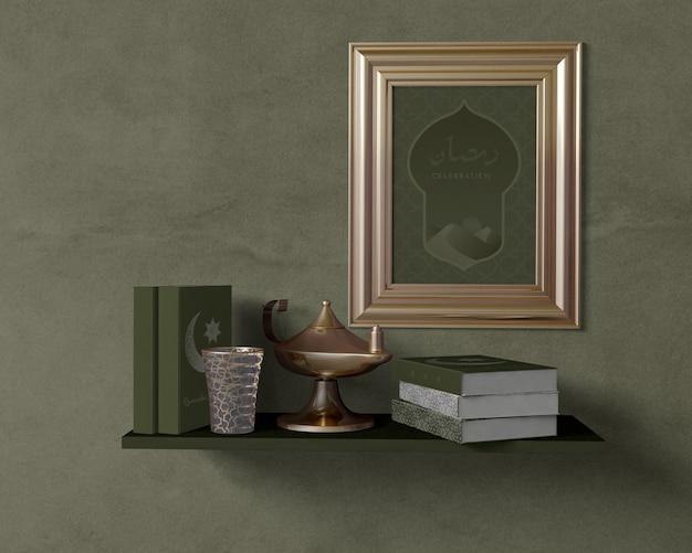 Arrangement de ramadan religieux avec maquette de cadre