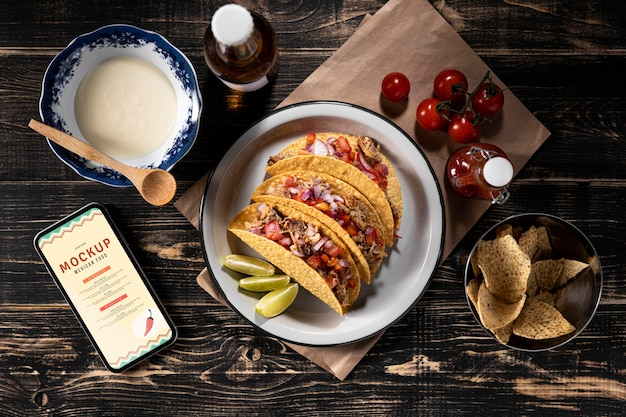 Arrangement de tacos délicieux à plat