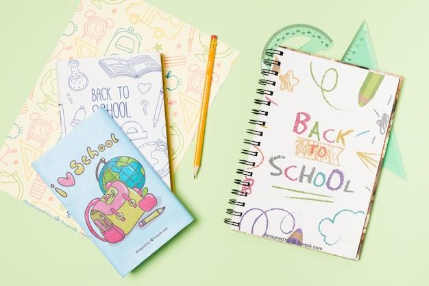 Arrangement de la vue de dessus avec un crayon et des cahiers