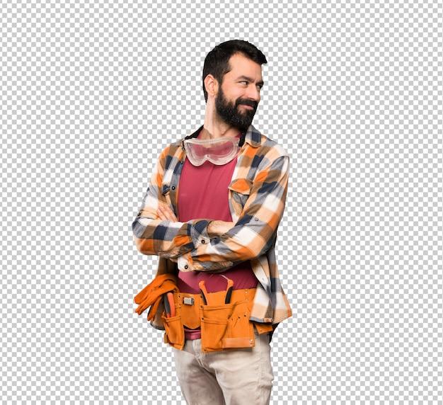 Artisan homme aux bras croisés et heureux