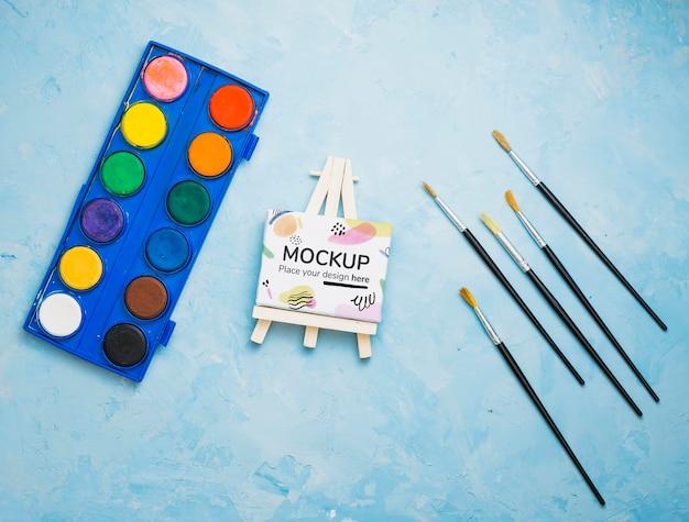 Assortiment de concept d'artiste avec maquette de toile et aquarelles