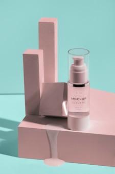 Assortiment de cosmétiques mock-up avec éléments fondants