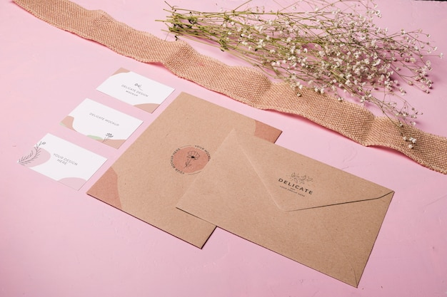 Assortiment d'enveloppes et de rubans