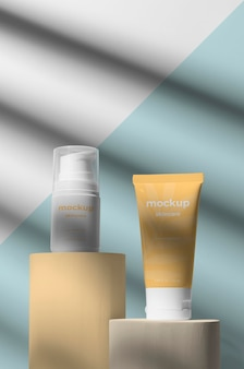 Assortiment de maquettes de produits de soin de la peau