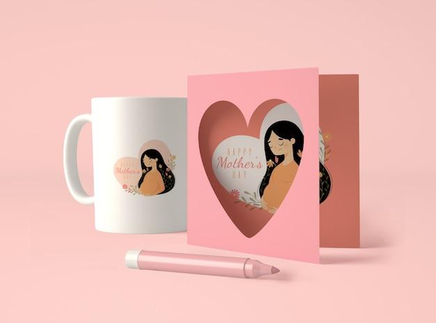 Assortiment mignon pour la fête des mères avec maquette de carte