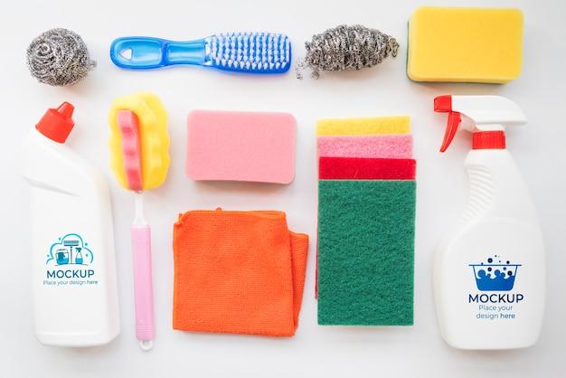 Assortiment de produits de nettoyage vue ci-dessus