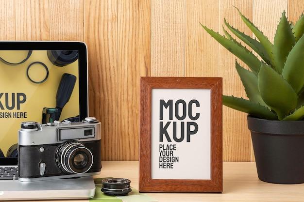Atelier de photographe avec arrangement de maquette de cadre
