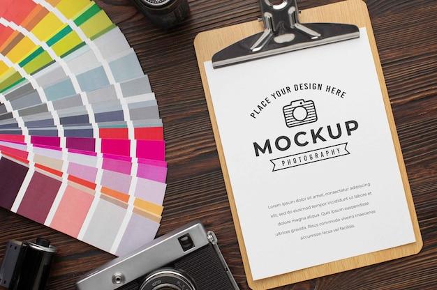 Atelier de photographe avec presse-papiers de maquette