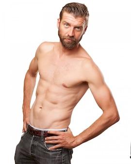 Attractive homme posant