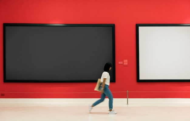 Audience bénéficiant d'une exposition d'art