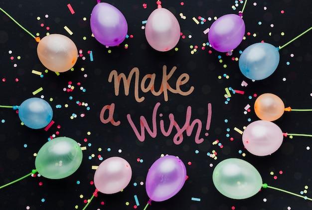 Ballons d'anniversaire colorés avec lettrage