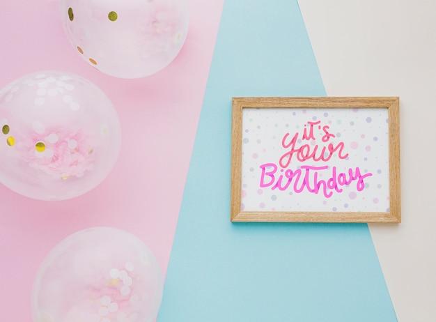 Ballons d'anniversaire avec lettrage mignon
