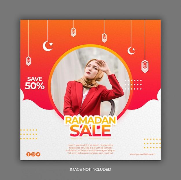 Bannière de promotion des ventes du ramadan ou dépliant carré pour le modèle de publication sur les médias sociaux