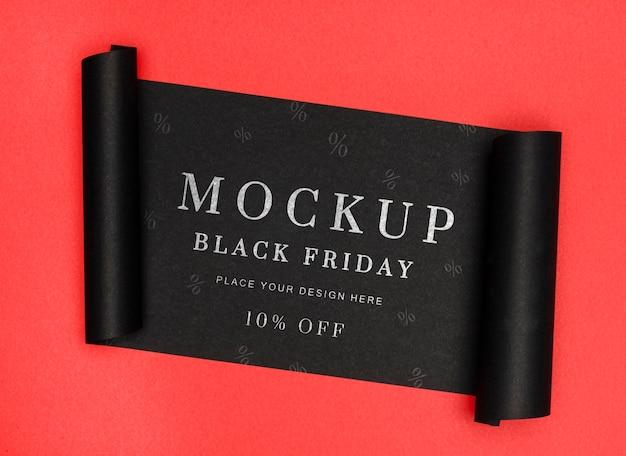 Bannière roulée de maquette de vente vendredi noir fond rouge