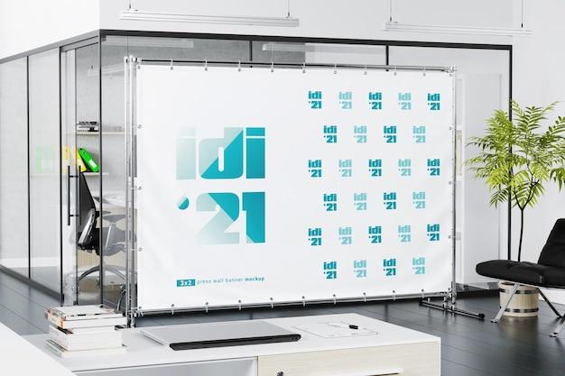 Bannière de stand d'information dans la maquette du bureau