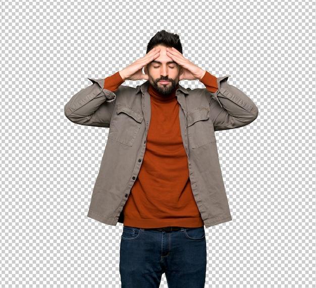 Bel homme à la barbe malheureux et frustré avec quelque chose