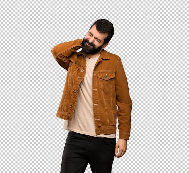 Bel homme à la barbe avec maux de cou