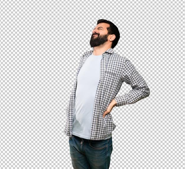 Bel homme à la barbe souffrant de maux de dos pour avoir fait un effort