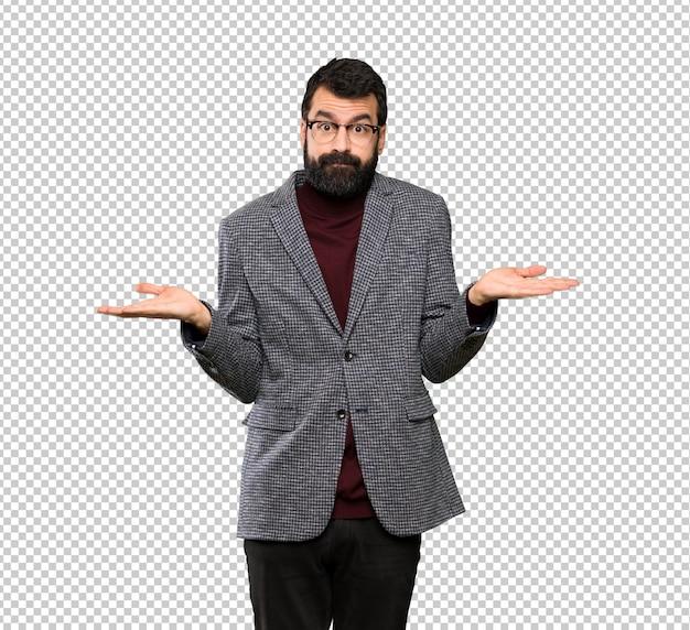 Bel homme avec des lunettes avoir des doutes tout en levant les mains