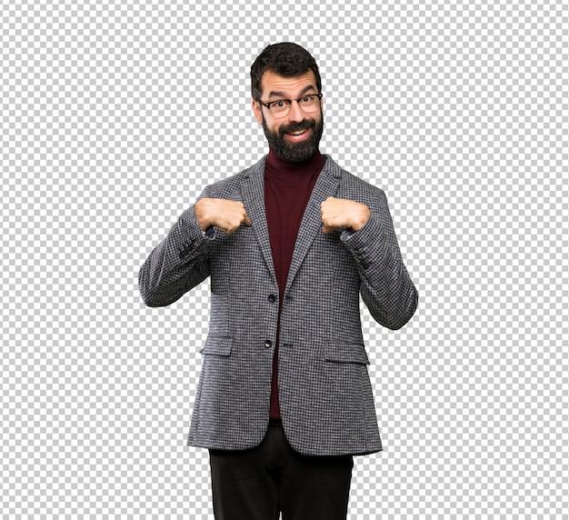 Bel homme avec des lunettes avec une expression faciale surprise