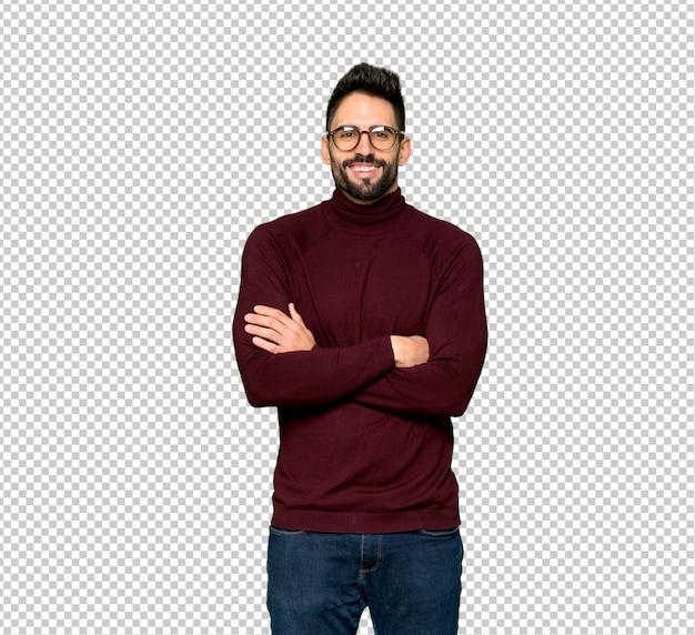 Bel homme avec des lunettes, gardant les bras croisés en position frontale