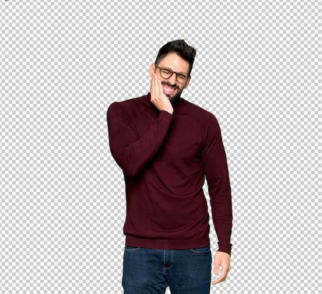 Bel homme avec des lunettes avec mal aux dents
