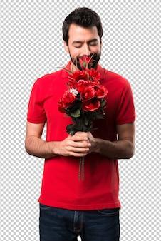 Bel homme tenant des fleurs