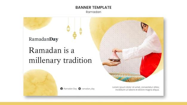 Belle bannière de ramadan avec photo
