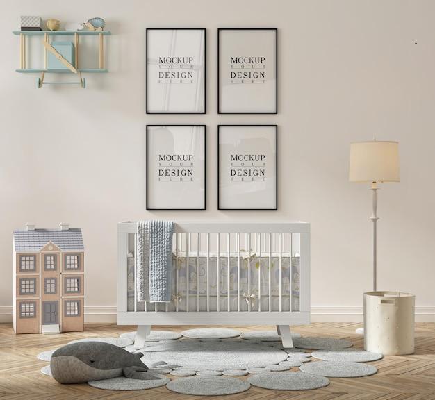 Belle chambre de bébé mignonne avec affiche de maquette encadrée